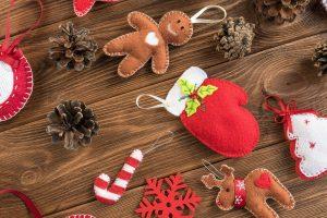 Ozdoby na choinkę z filcu jako prezent świąteczny